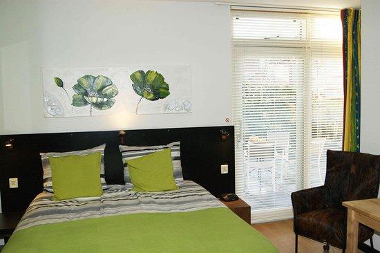 Maasland, The Netherlands: kamer met terras en eigen badkamer