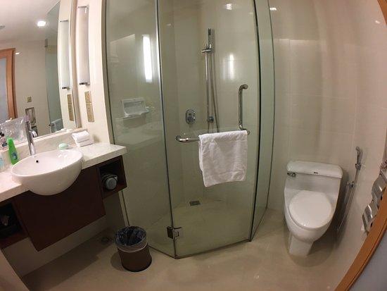 Bayan Lepas, Malaysia: Premier Room bathroom