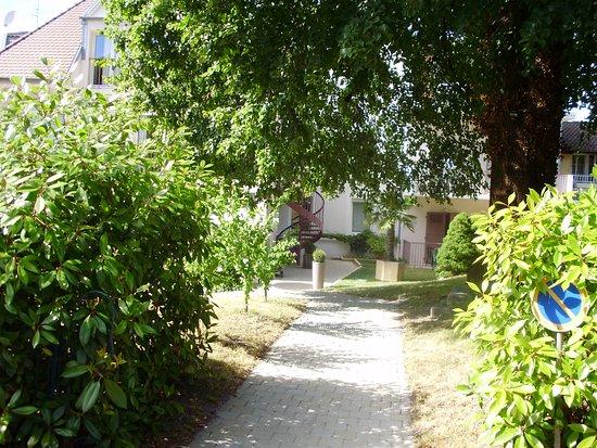 Hotel de France: accès par le jardin