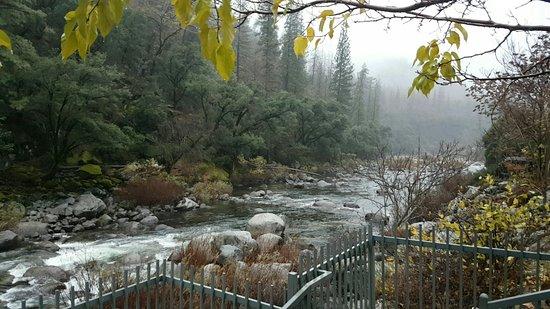 Yosemite View Lodge: Snapchat-1829553885_large.jpg