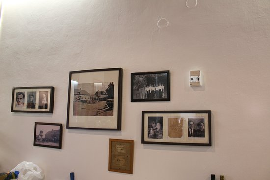 Kibbutz Degania Alef: pictures of the first pioneers on the wall