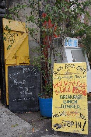 Ruins Rock Cafe: Outside