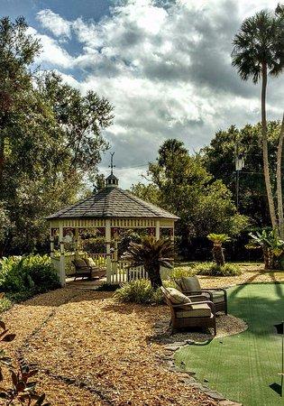 DeLand, Φλόριντα: Gazebo and putting green, Stetson Mansion