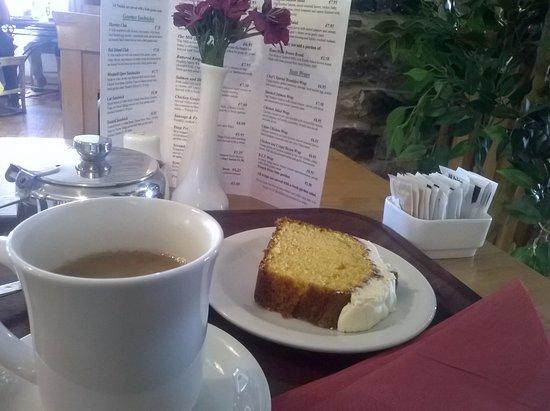 Шхери, Ирландия: Tea and cake at the restaurant