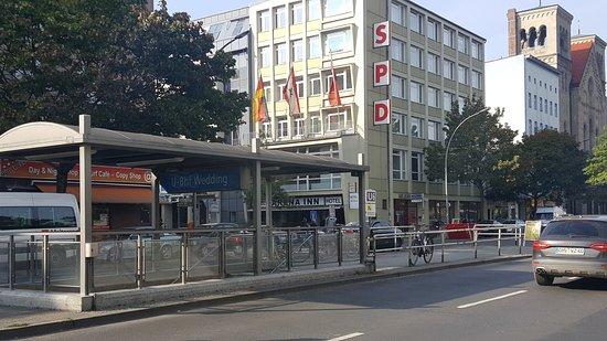 Subway Station Right Accross The Hotel Bild Von Hotel Arena Inn