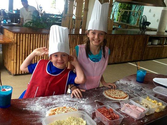 Melati Beach Resort & Spa: Kid Club Pizza making