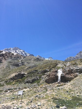 Valle Nevado, Chile: Between November and June not too much snow, just in the hills. Without snow there is not too mu