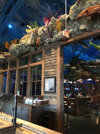 Bridgeport, CT: Uncle Buck's Fish Bowl & Grill