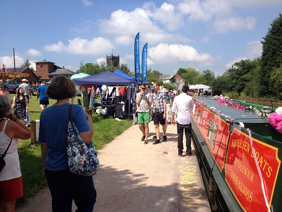 Middlewich, UK: Great places on the waterways....