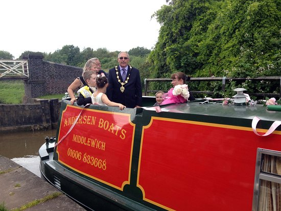 Rose queen takes a royal trip in Middlewich....