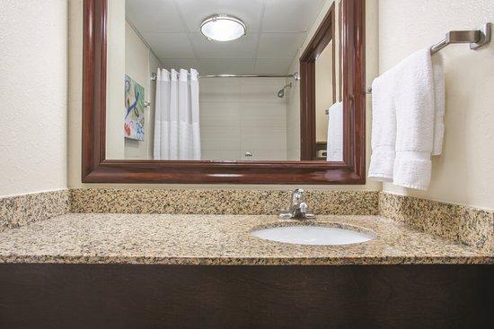La Quinta Inn & Suites Sarasota I-75 Photo