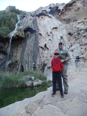 Sitting Bull Falls: Standing down off the observation deck at the falls