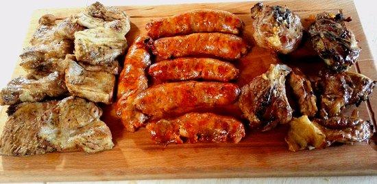 Buccino, Italy: Tris di carne..(Agnello,Salsiccia, Capicollo di maiale)