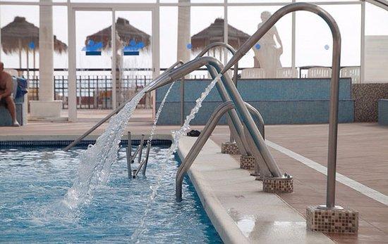 Hotel Entremares: Chorros cervicales de nuestra piscina climatizada Brisa Marina