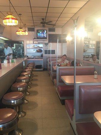 West New York, NJ: dining room