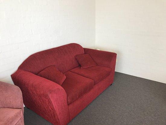 Eden, Australia: Eins des beiden Sofas und Sessel
