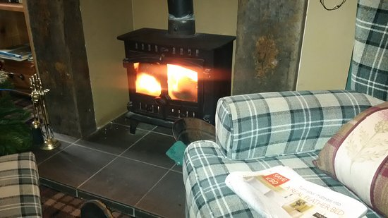 Forres, UK: Welcoming wood burner.