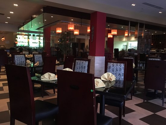 J.H. Yee's Asian Bistro: View of Restaurant - Expansive!