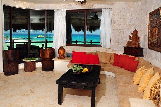 El Taj Oceanfront & Beachside Condos Hotel: Condo 339