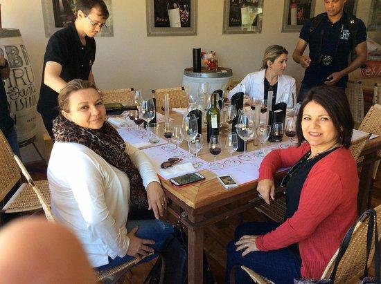 Lujan de Cuyo, Argentina: Momento da degustação dos vinhos da Bodega Renacer