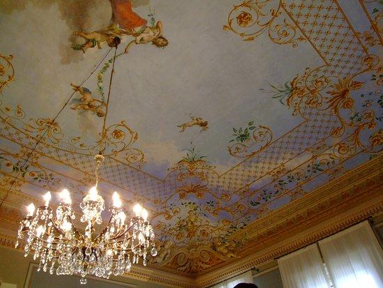 Nonantola, อิตาลี: soffitto con decori liberty