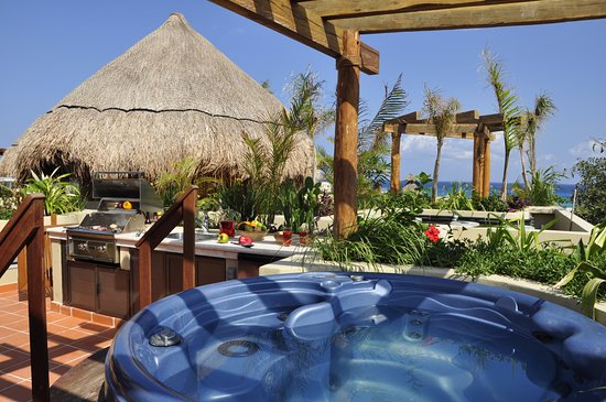 Maya Villa Condo Hotel & Beach Club: The view from Condo 406's roof top