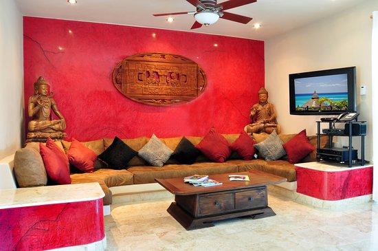 Maya Villa Condo Hotel & Beach Club: Gorgeous living room at Condo 417