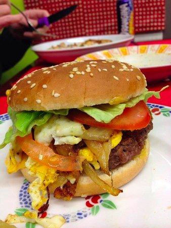 Pont en Royans, França: Hamburger 140g fait maison.