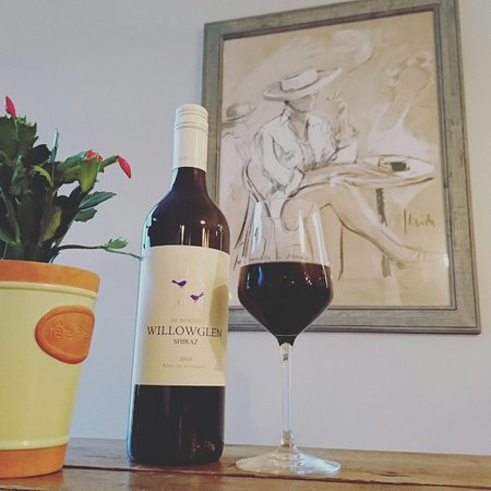 Ditchling, UK: Wine of the month ... Willowglen Shiraz