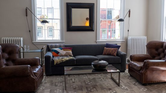 Kingston, NY: Guest living room, chic and cozy