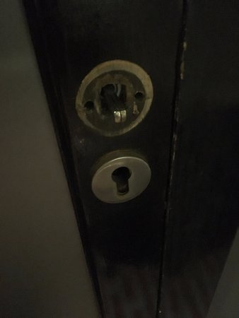 Victoria & Alfred Hotel: door knob fell right off