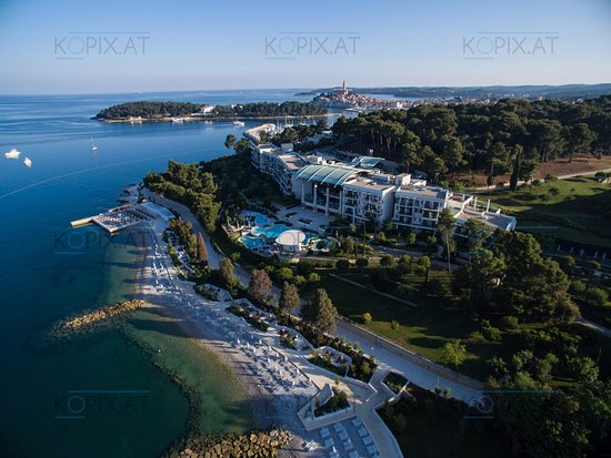 Hotel Monte Mulini: Areal footage at dawn. Rovinj town in the background.
