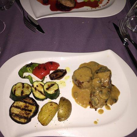 Hotel Vela Vrata: Ci siamo arrivati a cena per caso però è stata una bellissima sorpresa perché i piatti erano mol