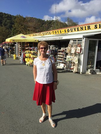 Troodos, Kypros: THE LITTLE SHOPS BY THE MONASTERY