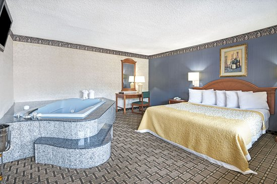 Branford, CT: 1 King Bed Suite With Jacuzzi