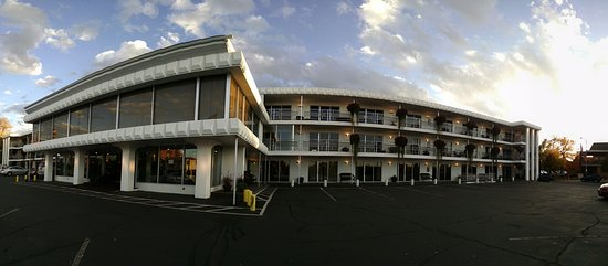 The Lewis & Clark Motel of Bozeman: Panoramic View of Motel Front