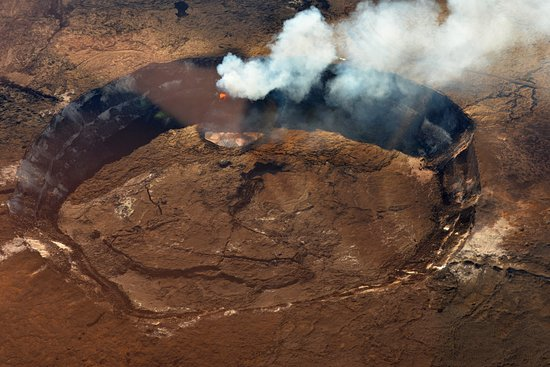 Waikoloa, Hawaï : Kilauea's active caldera with lava, steam, and breaking crust