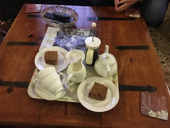 The Old Lockup: Welcome tea & cake, fresh and delicious
