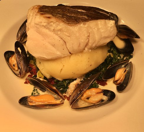Bearsted, UK: Roast cod fillet on braised Savoy cabbage with smoked bacon, parsley mash and a mussel sauce
