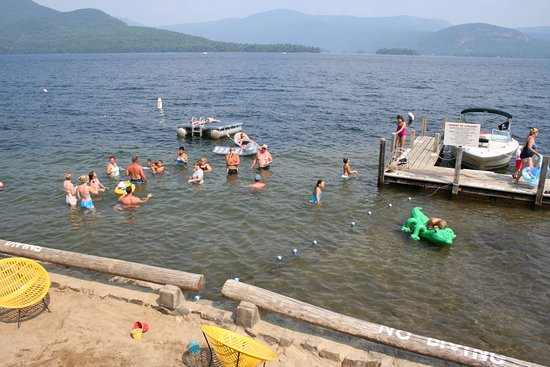 Candlelight Cottages LLC on Lake George: Shallow swimming area, gradually deeper out to the raft