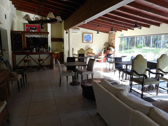 Neike Boutique Hotel: Lobby, leisure and restaurant area with full view on surrounding lawns and pool