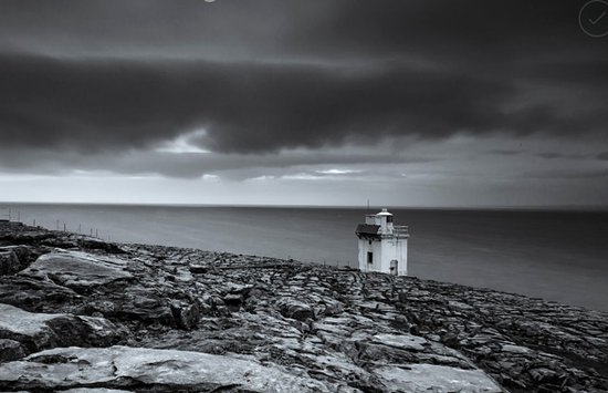 County Clare, Irlanda: The lighthouse at Blackhead near Doolin and the Cliffs of Moher