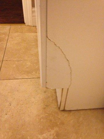 Santa Maria, CA: Broken cabinet