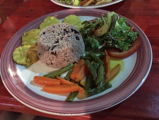 Cocles, Costa Rica: Reis mit Bohnen und Gemüse
