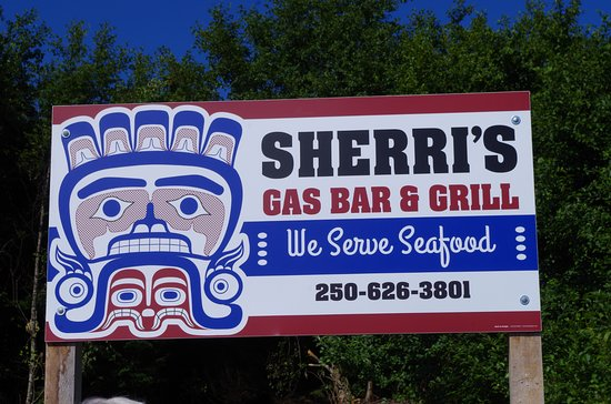 Masset, Kanada: The sign itself is eye catching because it reflects the fine artisans that the Haida are.