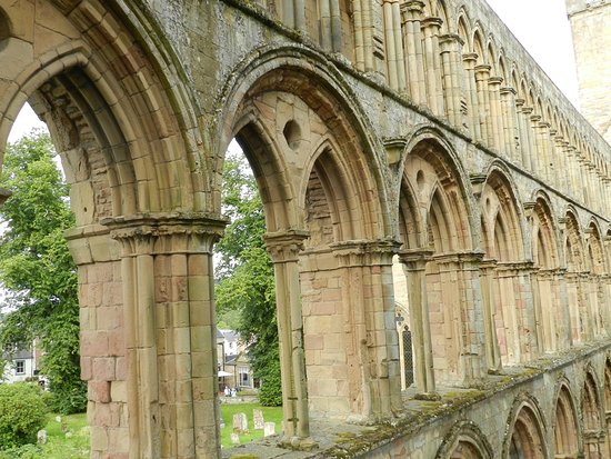 Jedburgh, UK: Window arches