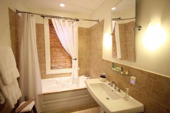 Onancock, VA: Far East bathroom