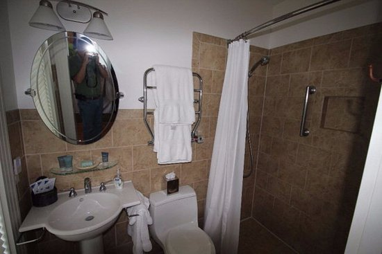 Onancock, VA: Tuscany bathroom