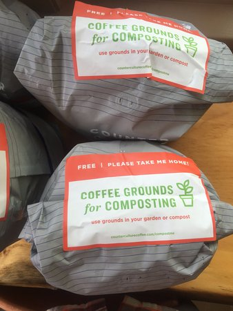 Keene Valley, Estado de Nueva York: Coffee grounds! Free!