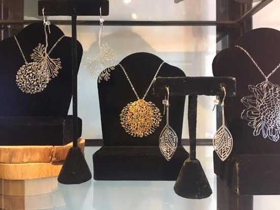 Solana Beach, Kalifornien: Handcrafted Laser-Cut Jewelry